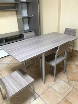 Tavolo allungabile e 4 sedie come nuovi