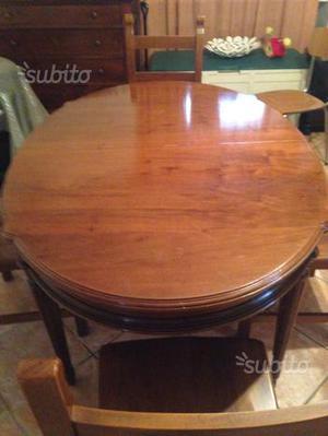 Tavolo in legno ovale apribile con 4 sedie