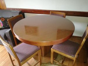 Tavolo rotondo e 4 sedie