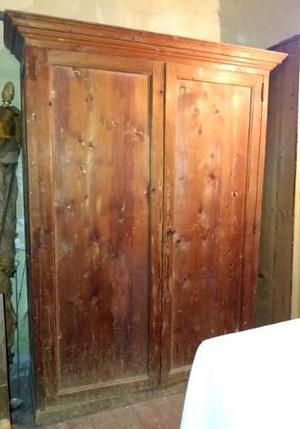 Antico armadio a due ante