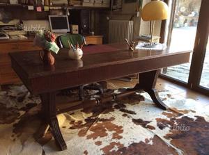 Grande scrivania in legno massello base fratino