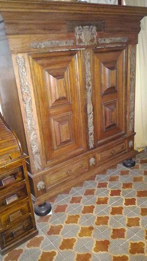 Mobile armadio Spagnolo in legno massello antico