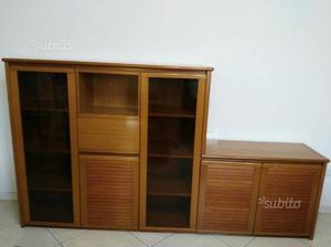 Mobili e tavolo in legno massello