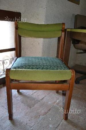 Sedia vintage in legno e tessuto verde