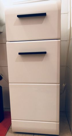 Mobiletto bagno ikea bianco posot class for Vendo mobile bagno