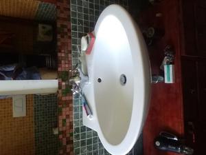 Vendo lavabo senza rubinetteria