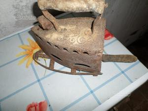 Antico ferro da stiro a brace