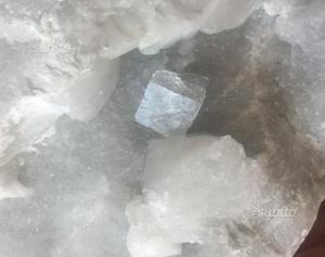 Minerali cristallo Fluorite marmo carrara