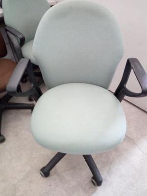 Poltrona ufficio girevole ottima seduta qualità e struttura
