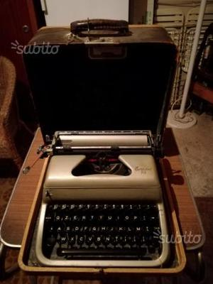 Macchina da scrivere da collezione