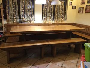 Tavolo con sedute in legno massello