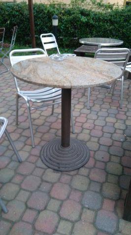 Tavolino in marmo tondo.