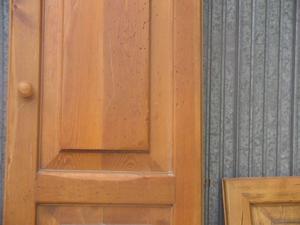 sportelli in legno massello arte povera