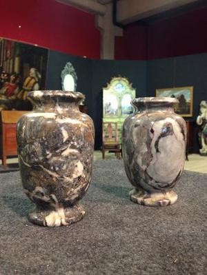 Coppia di vasi francesi in marmo del XIX secolo