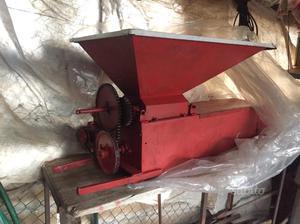 Pigiatrice diraspatrice elettrica posot class for Vasca trasporto uva usata