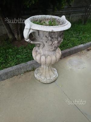 Nove vasi da giardino in cemento