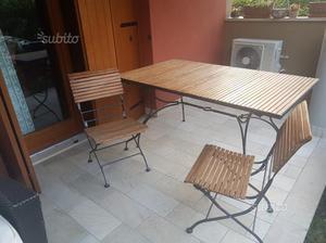 Tavolo in ferro battuto e legno teak con sedie