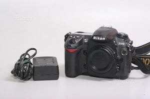 Fotocamera digitale reflex nikon d200. solo corpo