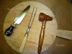 Mensola con attrezzi per cucina di legno e posot class for Attrezzi in cucina