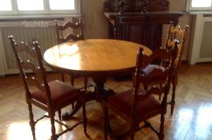 Antico Tavolo rotondo con sedie