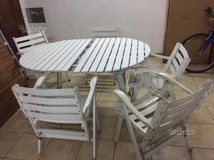 Tavolo in legno con 5 sedie