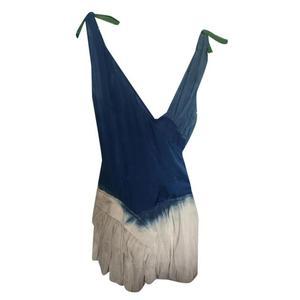 vestito corto azzurro e bianco