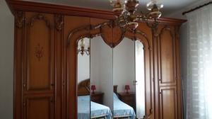 Camera da letto classica intarsiata color noce