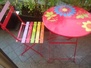 Set composto da tavolo e 2 sedie