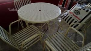 Tavolo da giardino con 4 sedie.0