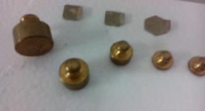 6 piccoli pesi in ottone per bilance di precisione, anni 60