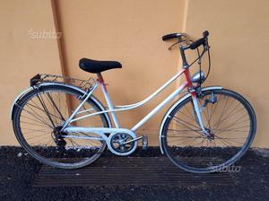 Bicicletta con cambio per la città