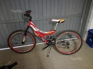 Bicicletta da mountain bike