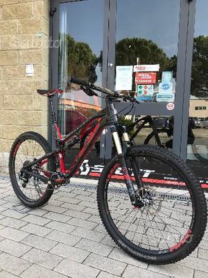 Bici MTB Full pari al nuovo Intense Spider 275C