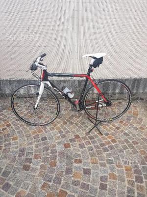 Bicicletta carbonio city bike corsa
