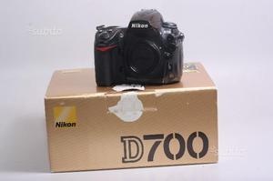 Fotocamera digitale reflex nikon d700. solo corpo