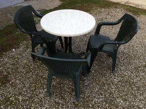 Tavolo da Giardino con Tre Sedie