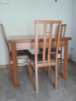 Tavolo in legno allungabile con 4 sedie