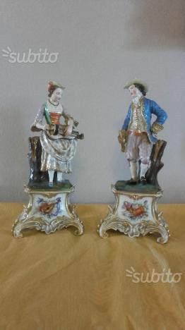 ANTIQUARIATO Statuine in porcellana XIX secolo