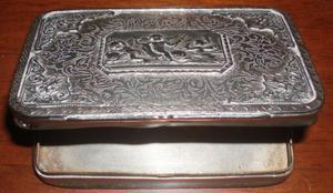 Tabacchiera in metallo argentato cesellata fine 800 / inizio
