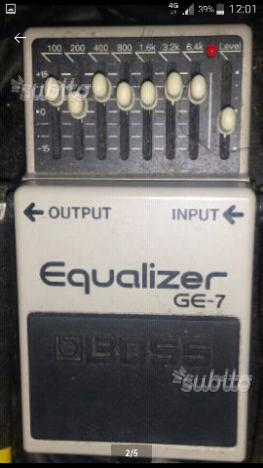Pedali effetti chitarra equalizzatore e wah boss
