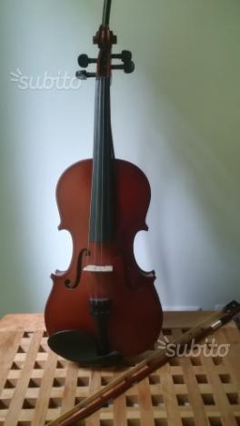 Violino mai usato con custodia rigida e set corde