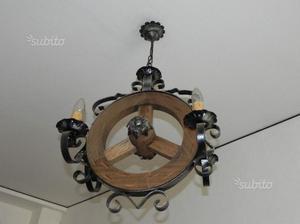 Lampadario vintage ferro battuto e ruota in legno