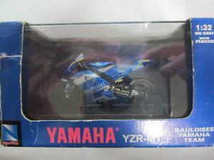 Modellino Yamaha Valentino Rossi YZR-M
