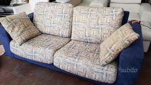 Coppia divani 2 posti in alcantara e stoffa