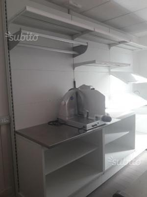 Bancone salumeria o macelleria posot class for Arredamento macelleria usato