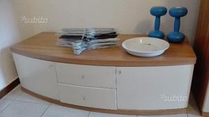 Soggiorno con tavolo e 4 sedie