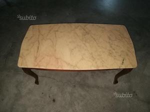 Tavolo antico con due sedie