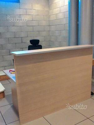 Bancone reception usato arredamento ufficio posot class for Scrivania da reception