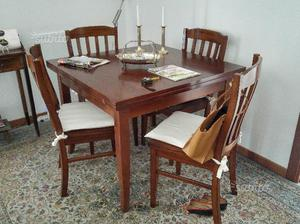 Tavolo da pranzo (allungabile) con quattro sedie