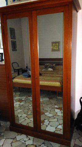 Armadio a specchi in legno ciliegio